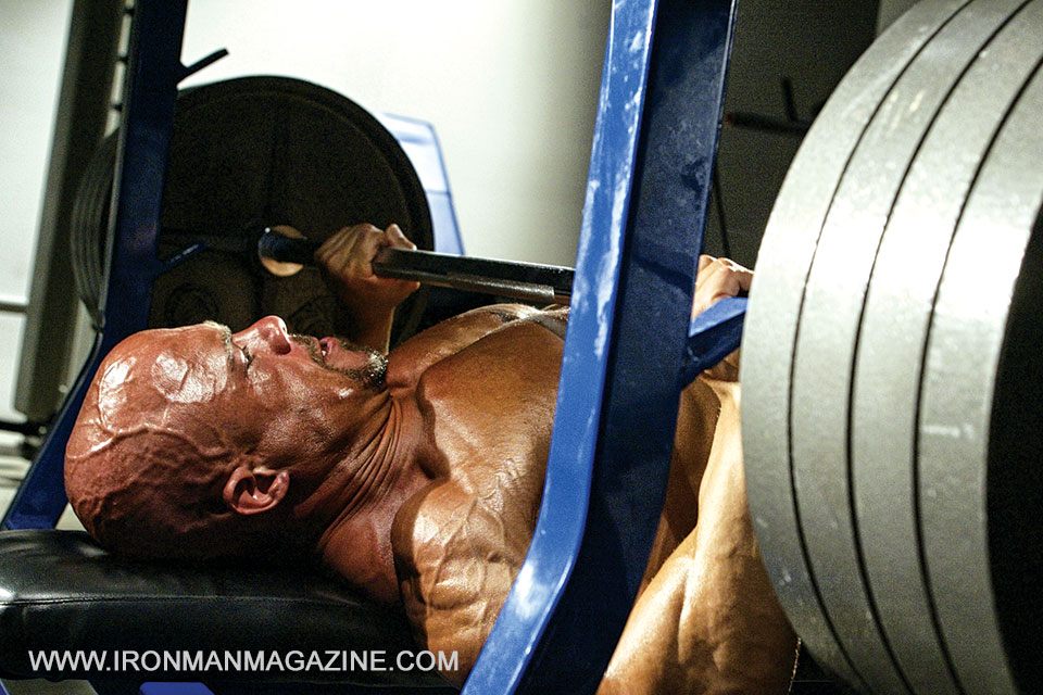 bodybuilder bench press